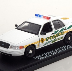 1:43-Ford Crown Victoria-Police Interceptor-TV Series CSI Miami-2003-bijeli-Greenlight